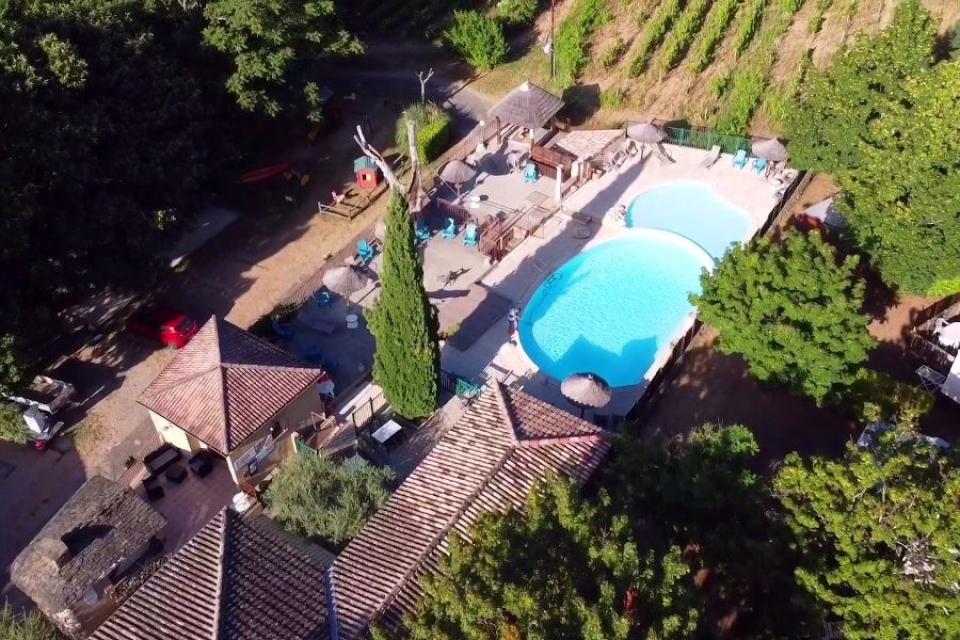 campinglescruses piscine paysagée.jpeg