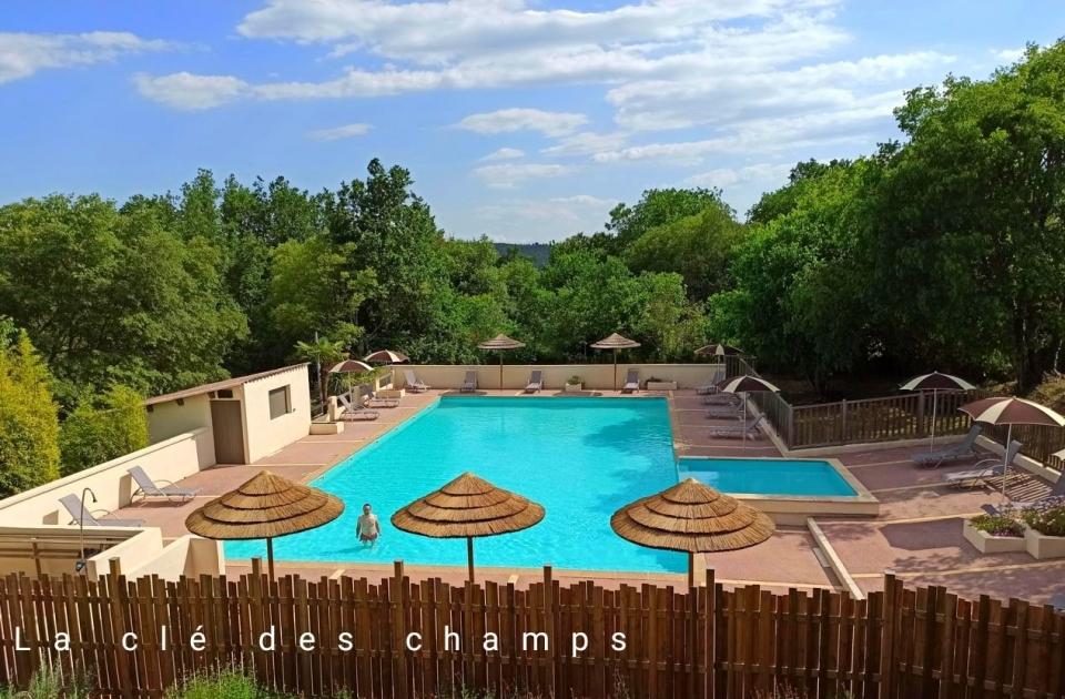 La clé des champs Ardèche Vallon Pont d'Arc piscine animation gites au calme