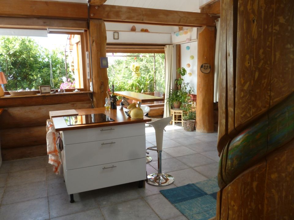 La cuisine et son îlot central