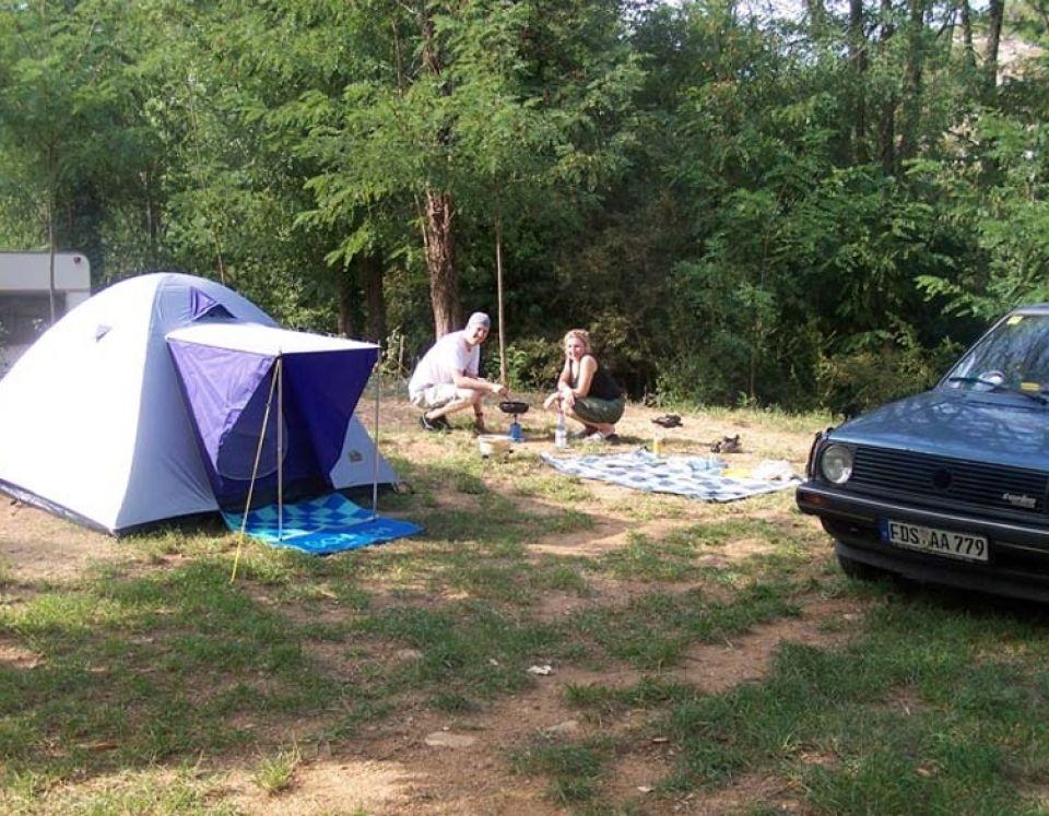 Les emplacements au Camping le Vieux Moulin en Ardèche