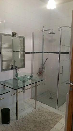 Salle de bain de l'appartement La Rose