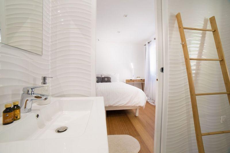 Salle de bain jardin chambre d'hotes Les Terres de Logères à Joannas Ardèche