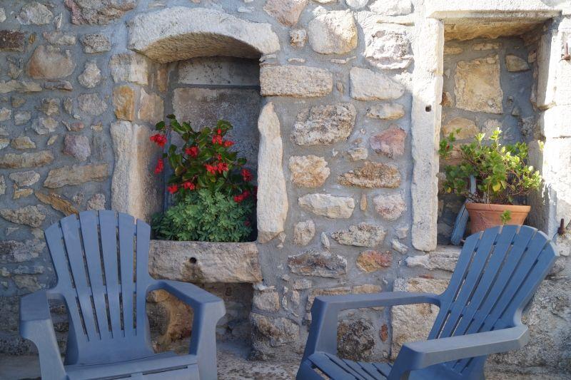 Terrasse Gîte L'Oustal, gite pour 5 personnes