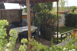 Terrasse Gîte La Magnanerie, gite pour 4 personnes